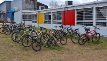 Bienestar impulsa creación de becas de bicicleta, materiales de estudio y guardería