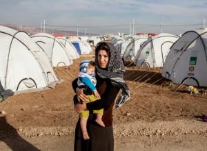 Refugee-mother-with-baby-in-tent-camp-ivor-prickett-visum-768x564-1