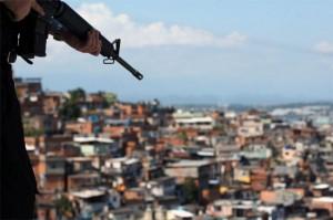 militares-favelas-e1297538017667